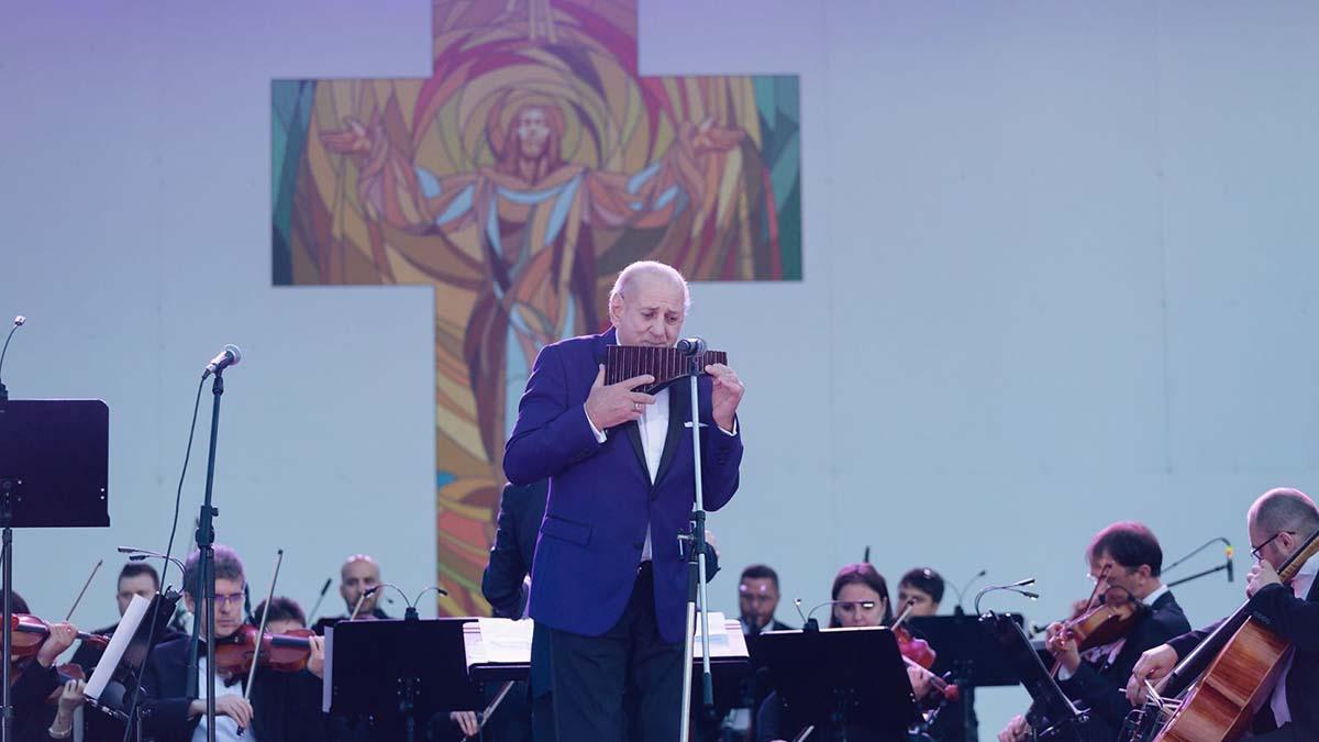 La Multi Ani maestre Gheorghe Zamfir!