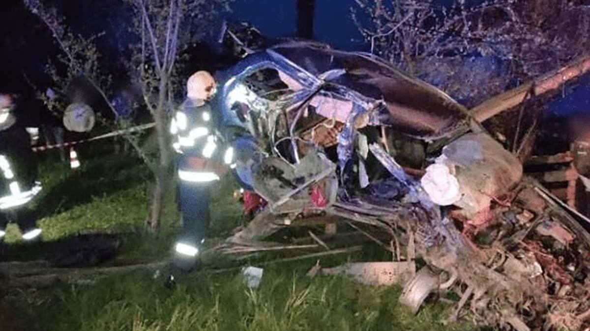 O persoană a murit și alta a fost grav rănită dupa un accident cumplit  dintre un tractor și un autoturism