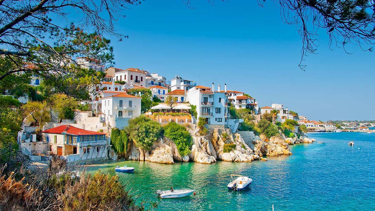 Curse charter din Iasi catre insula Skiathos incepand cu 12 iunie