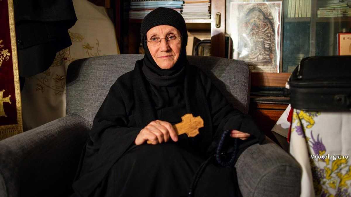 Sicriul cu trupul Maicii Siluana a fost depus la Biserica 'Nașterea Maicii Domnului' – Talpalari din centrul Iașului