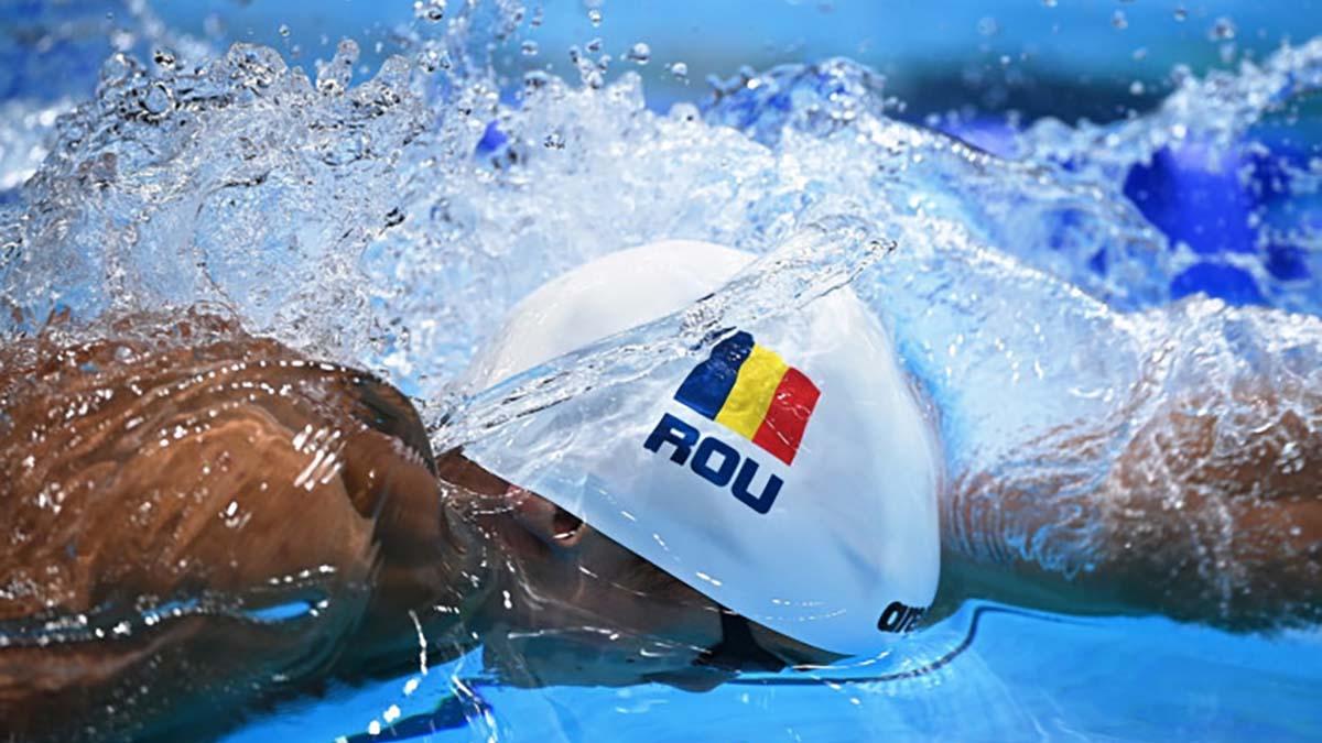 Înotătorii români David Popovici şi Robert Glinţă s-au calificat în finale la 200 m liber respectiv 100 m spate