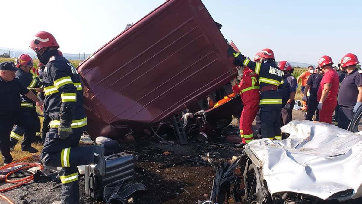 Bilant tragic: 24 de români AU MURIT în weekend in accidente rutiere și peste 3.000 au avut nevoie de asisteță medicală de urgență