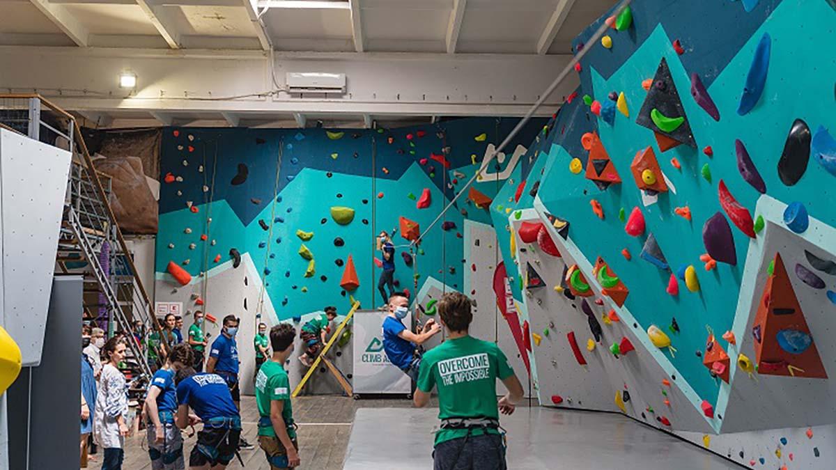 Climb Again a inaugurat centrul de terapie prin escaladă de la Iași