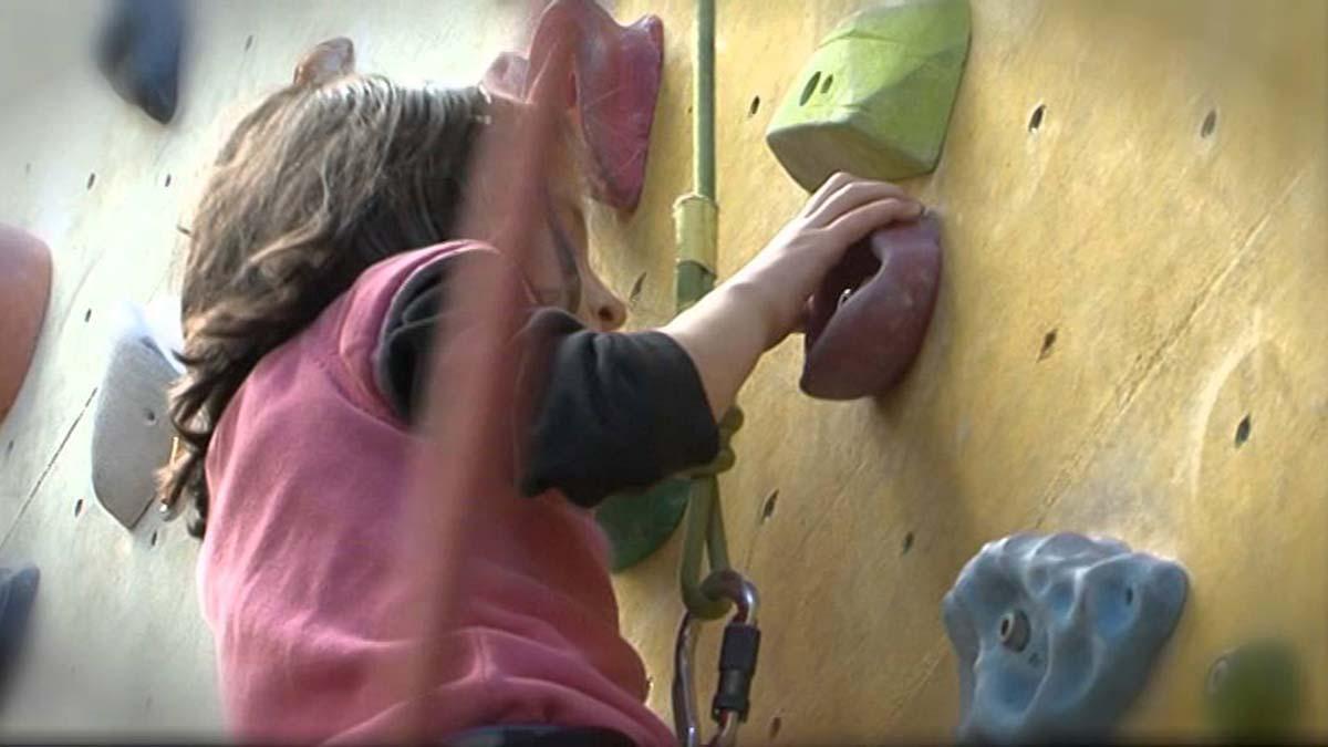 Terapie prin escaladă pentru copiii cu dizabilități. Asociația Climb Again organizează sesiuni gratuite în Iași și alte cinci orașe din țară