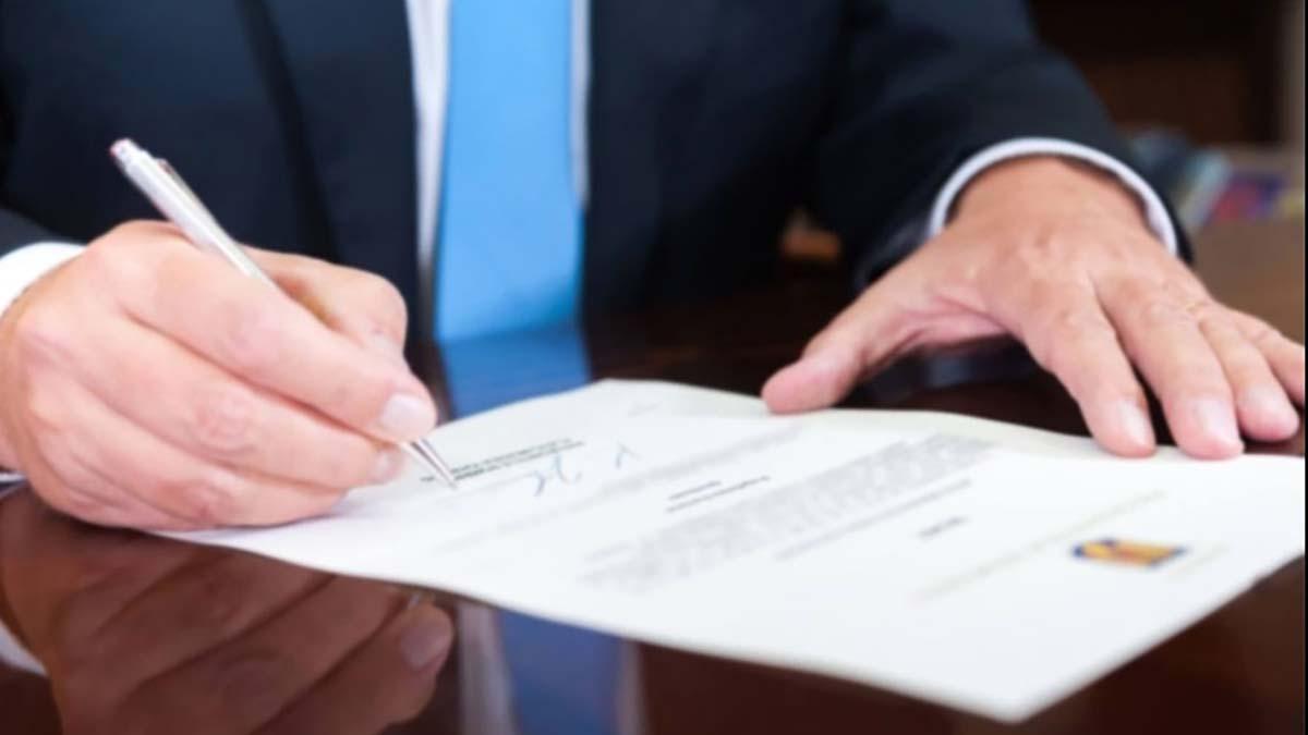 Magistrat iesean eliberat din funcţie de preşedintele Iohannis, ca urmare a pensionării