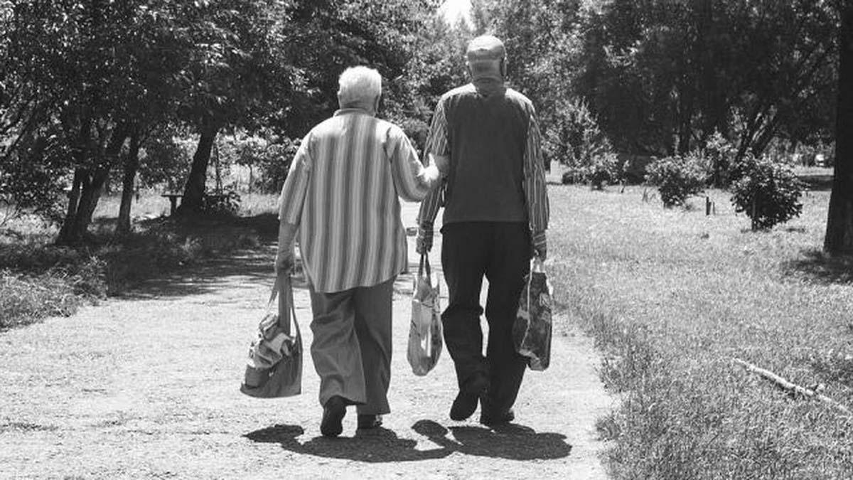 O nouă lege a pensiilor: Vârsta de pensionare a bărbaților și a femeilor va fi ACEEAȘI