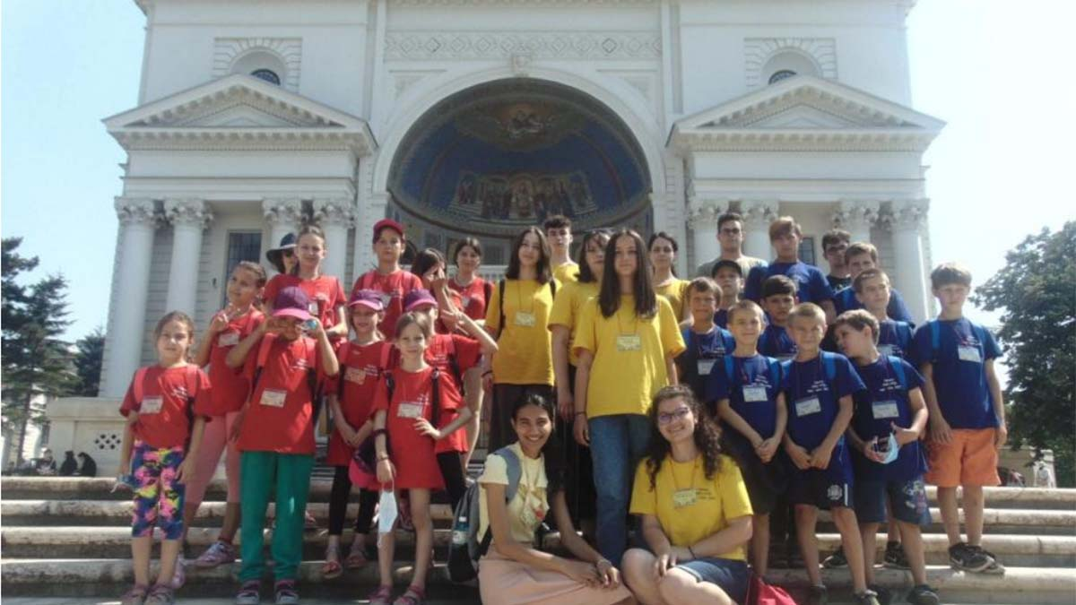 Patru zile de poveste oferite de Arhiepiscopia Iașilor pentru 86 de copii din familii numeroase