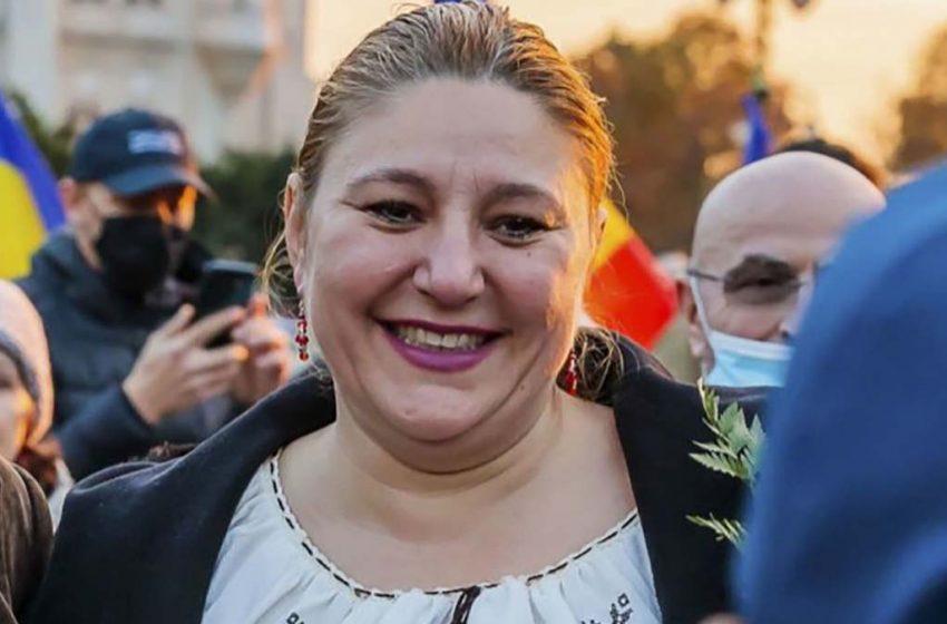 """Senatoarea Diana Sosoaca poate fi acuzata de comunicarea de informatii false in """"cazul"""" Rachiteni"""