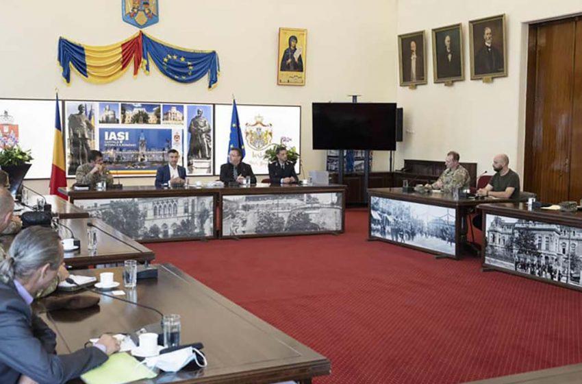 Intalnire intre autoritatile iesene si specialiști români și americani în cooperarea dintre civili și militari