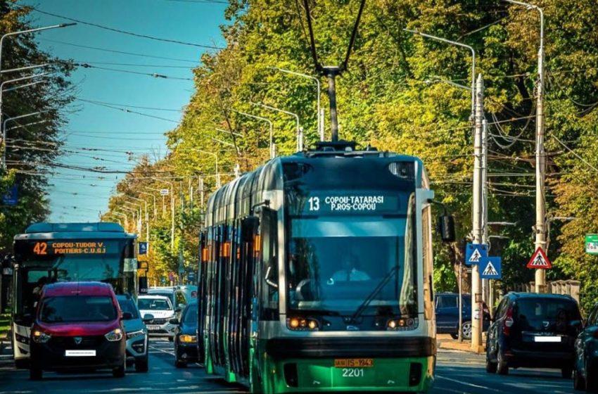 Patru tramvaie noi, din cele 6 aduse recent din Polonia circulă pe străzile din Iași
