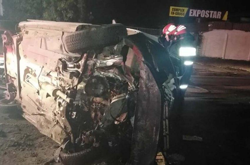 Cinci persoane incarcerate si 2 masini distruse in totalitate in urma unui grav accident de circulatie produs pe Soseaua de Centura a municipiului Galati