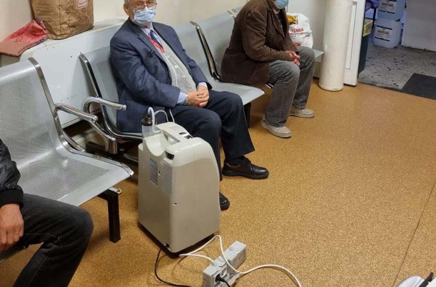 """Pacienţii de la """"Sf.Spiridon"""" si Spitalul de Pneumoftiziologie primesc tratament pe scaun și așteaptă pe holuri eliberarea unui pat"""