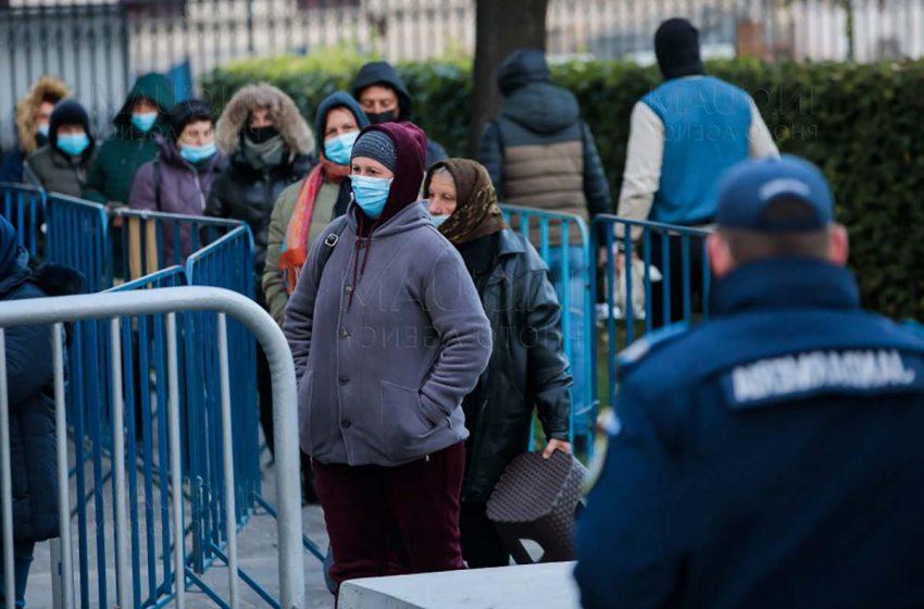 Mitropolia Moldovei şi Bucovinei cere autorităţilor să nu împiedice accesul pelerinilor fără certificat verde la Catedrala Mitropolitană